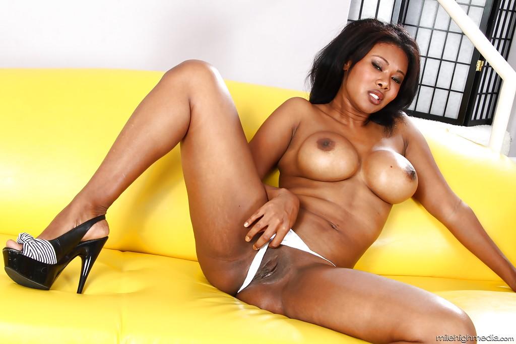 Африканка Jessica Dawn массирует роскошное туловище. Порно Jessica.