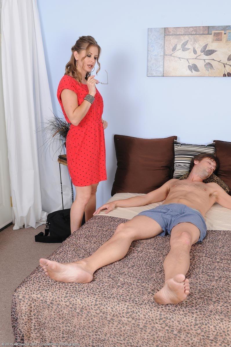 После предварительных нежностей мужик запихивает болт в прекрасную дыру девки. Порно нежную дырку.