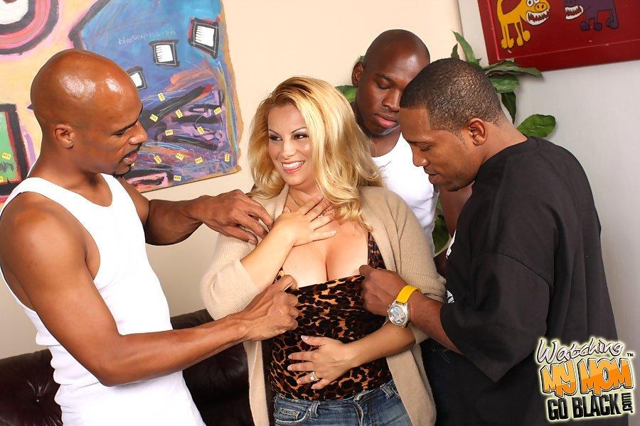 Три нигера на одну соблазнтельную белоснежную фрау. Порно сексуальную белоснежную.