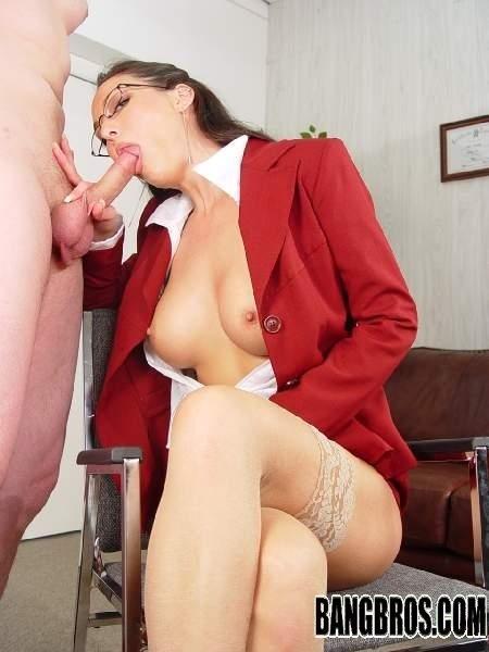 Кончил на очки приличной матушке. Порно приличный.