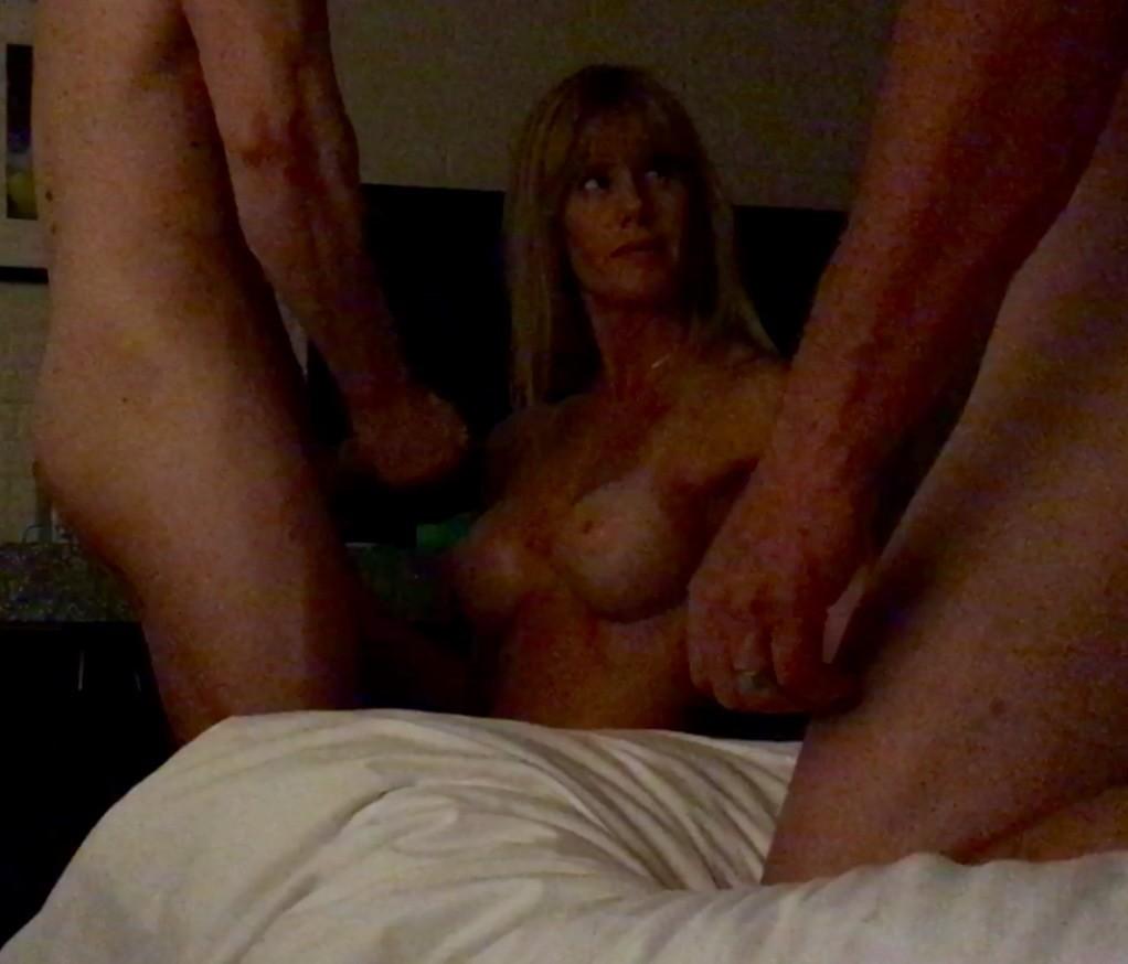 Наконец-то уговорил жену на групповой секс. Порно наконец.