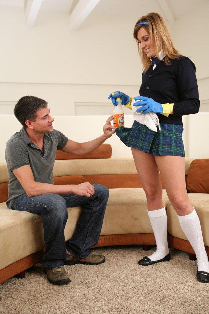 Похотливую студентку Erin Chase с белоснежных чулках имеют. Порно студентка.