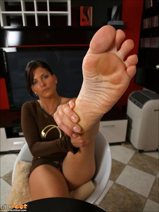 Ноги телочек из Чехии. Порно нога.