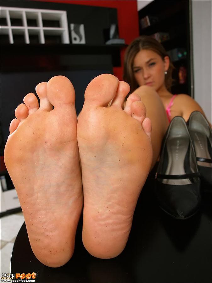 Ноги телочек из Чехии. Порно телочка.