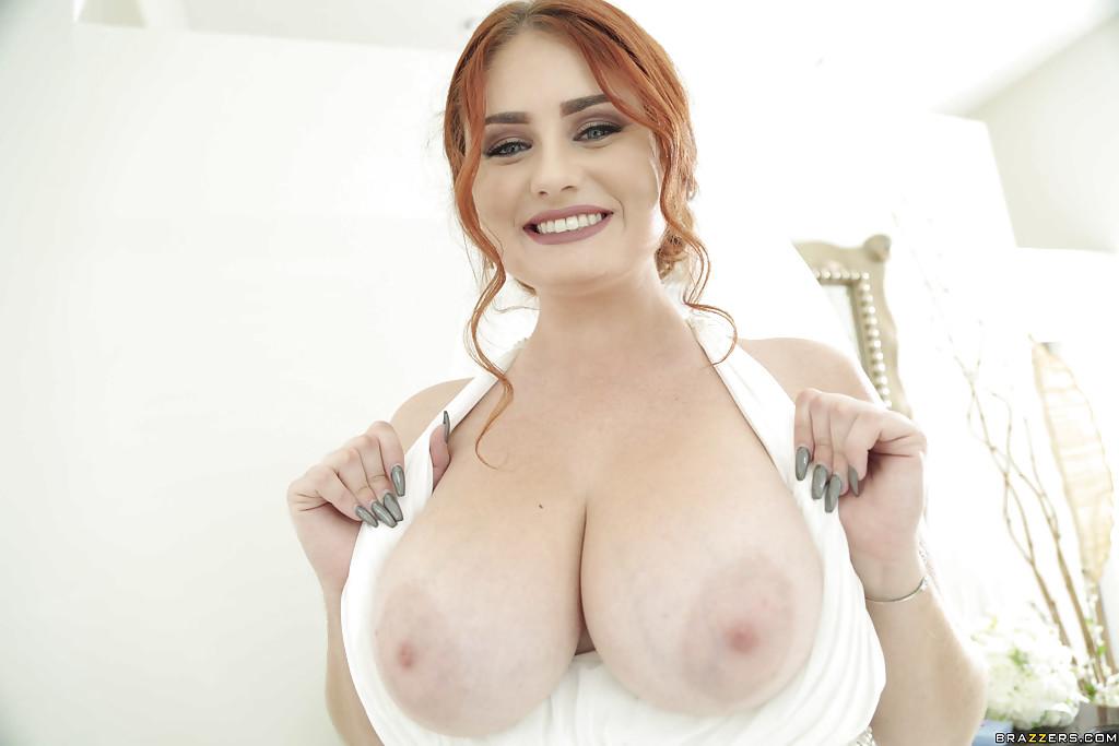 Пышная рыженькая Леннокс раскрывает большие настоящие груди из-под свадебного платья. Порно пышный.